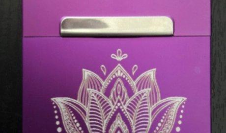 DIAM Laser Gravure sur aluminium anodisé Lyon, étui personnalisé avec une gravure