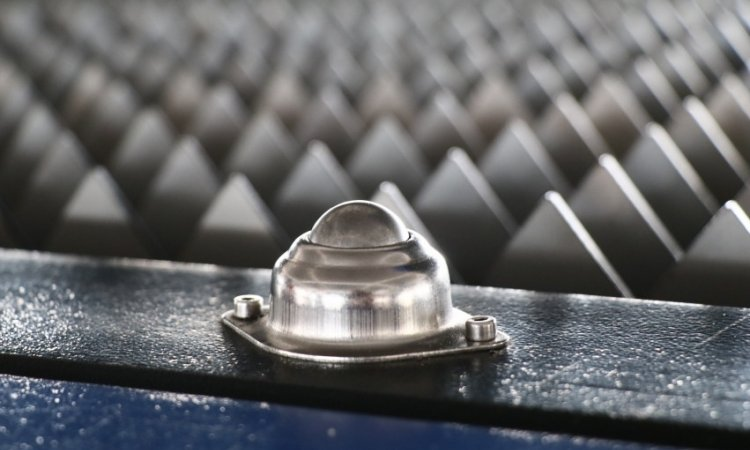 Vente de machine à découper le métal au laser Fibre Lyon, table de travail en dents de scie